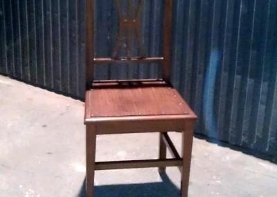 Lijado y lacado de sillas de comedor